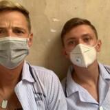 22-årige Patrick Friis (th) og 28-årige Frederik Dahl Andersen er lige nu fanget på et hospital i Vietnam.