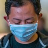 Rapporter fra karantænecentre i Wuhan viser, at mange patienter, der er raskmeldte, senere testes positive på ny. Det rejser spørgsmål om epidemiens forløb og kvaliteten af test.