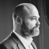 Bestseller-ejer Anders Holch Povlsen (billedet) bliver mødt af kraftig kritik fra flere sider. Erhvervsmanden Ole Steffensen finder det moralsk forkert, at Bestsellers lejere, medarbejderne og staten skal betale prisen, når Anders Holch Povlsen har aktiver for mange milliarder i sit holdingselskab.