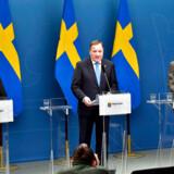 Et internt dokument afslører, at sengepladserne på hospitaler i Stockholm vil være optaget om en uge. Alligevel er mange steder fortsat åbne i Sverige, der har valgt en hel anden strategi end Danmark og mange andre lande.