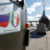 22. marts leverede Rusland 15 fly fulde af virologer og medicinsk udstyr til Italien til at bekæmpe coronavirussen. De russiske myndigheder har sørget for, at det ikke er gået stille for sig. Nu sker det samme i New York.