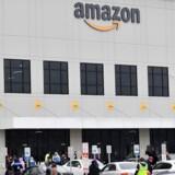 Ansatte hos Amazon i Staten Island i New York gik 30. marts i strejke med krav om, at lageret bliver lukket og renset, efter at en ansat blev testet positiv for coronavirus. Nu vil Amazon tage temperaturen på 100.000 ansatte om dagen.