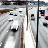 Flere bilister udnytter coronakrisen til at køre hurtigere end normalt på de danske veje. Politiet kvitterer med klip og frakendelse af kørekort.