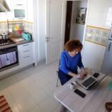 De hjemlige internetforbindelser – uanset om de er egen- eller arbejdsgiverbetalte – er i øjeblikket sat på en prøve af dimensioner. Mange oplever behovet for at få højere hastigheder og dermed mere kapacitet, fordi der er trængsel om at komme på nettet, uanset om man er på arbejde, i skole eller i sofaen med underholdning hjemmefra.