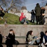 Data fra Google viser, at danskere, som her omkring søerne i København, er begyndt at opholde sig mere i parker og natur under coronakrisen. Tendensen i Tyskland og Storbritannien er den stik modsatte.