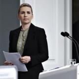 Statsminister Mette Frederiksen (S) og sundheds- og ældreminister Magnus Heunicke (S), da statsministeren afholdt pressemøde om covid-19 i Danmark i Spejlsalen i Statsministeriet mandag den 6. april 2020.