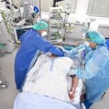 Skærtorsdag er 120 danskere med coronavirus indlagt på intensiv afdeling.
