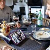 Hanna og Lars Lysgaard savner kirkerummet. Men i stedet har de inviteret familien på onlineprædiken og fælles takeaway-påskemiddag – hver for sig.