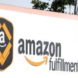 Amazon har tidligere brugt traditionelle pandetermometre for at tjekke de ansatte for feber. Nu er termiske kameraer, som er både hurtigere og kræver mindre nærkontakt, sat op i mindst seks af virksomhedens lagerbygninger.