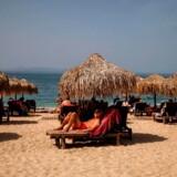 Grækenland åbner snart for udenlandske turister. Grækere kan allerede nu benytte sig af landets strande, så længe de ikke ligger for tæt.
