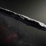 Sådan forestiller man sig, at den mystiske og op mod 800 meter lange stjernerejsende ser ud. Aktuelt befinder den sig godt 300 mio. km fra Jorden og farer bort fra os med en hastighed på knap 100.000 kilometer i timen.