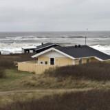 Før finanskrisen tilbage i 2007, da der var fuldt tryk på, blev der solgt 2.300 sommerhuse til en gennemsnitlig kvadratmeterpris på 16.486 kr. Det var ligeledes i første kvartal. Arkivfoto af sommerhus ved Vestkysten. (Foto: Henning Bagger/Scanpix 2014)