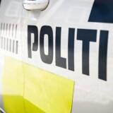 En lastbil spærrer onsdag morgen for alle spor i nordgående retning på motorvejen ved Skærup syd for Vejle.