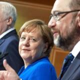 Over fire måneder efter parlamentsvalget i Tyskland er de politiske parter ét skridt nærmere en regering. Fra venstre: Formand for det kristendemokratiske parti CSU samt ministerpræsident i delstaten Bayern, Horst Seehofer, Forbundskansler, Angela Merkel og formand for SPD og nu udenrigsminister, Martin SchulzEPA/HAYOUNG JEON