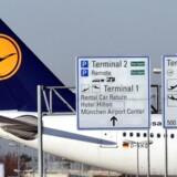 Lufthansa har været ramt af en række pilot- og cabin-crew-strejker i det seneste år, da selskabet forsøger at reducere omkostningerne for at kunne konkurrere mod billigere rivaler.