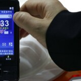 Kinas næststørste mobilproducent, ZTE, forventer igen fremgang i salget og vil blandt andet rykke ud med billige, avancerede mobiltelefoner. Her er det U700-modellen, der vises frem i Shenzhen i den sydlige Guangdong-provins. Foto: Tyrone Siu, Reuters/Scanpix