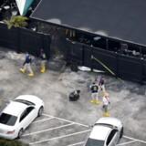 Enken til manden, der dræbte 49 mennesker på en natklub i Florida, er blevet anholdt.