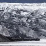 Det er vulkanen Bardarbunga her under gletsjeren Vatnajökull i Island, der truer med at gå i udbrud.