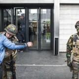 Belgierne vågnede onsdag d. 23 marts 2015 op til en ny virkelig efter terrorangrebet tirsdag. Alle passagerer, det skulle med tog eller metro, blev grundigt tjekket af det belgiske militær.