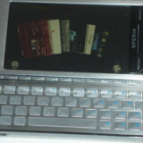 Sådan ser den ud, Sony Ericssons topmodel med udskydeligt tastatur og til en vis grad fingerbetjening via skærmen. Xperia X1 kan imidlertid ikke leveres i det tempo, som kunderne ønsker den. Foto: Thomas Breinstrup