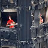 Britisk regering varsler nye tiltag, blandt andet at skaffe tag over hovedet til brandofre inden for tre uger.