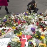 Blomster ved Krudttønden på Østerbro i København mandag morgen d. 16. februar 2015.