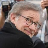 Filminstruktør Steven Spielberg poserer ved en pressefotografering i Cannes for sin nye film, »The BFG« (Le Bon Gros Geant). Foto: Anne-Christine Poujoulat/AFP