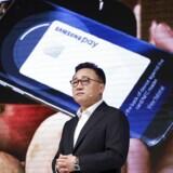 Elektronikgiganten Samsung har fået en overraskende stærk start på regnskabsåret, og det skyldes blandt andet selskabets nye serie af smartphones, Galaxy S7, der af mange eksperter er udråbt til at være den bedste mobiltelefon, verden endnu har set. REUTERS/Kim Hong-Ji