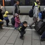Asylansøgernes børn har krav på at komme i skole. Her er en gruppe børn ankommet sammen med deres familie med Øresundstoget.