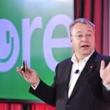 Stephen Elop, som i 2010 blev topchef for Nokia, skrottede i 2011 al Nokias egen software og satsede fuldtud på Microsofts uprøvede Windows Phone som styresystem. 25. april 2014 overtog Microsoft Nokias mobildivision, og Stephen Elop, som er fulgt med til Microsoft, hvor han i dag er chef for bl.a. mobildivisionen, får nu 180 millioner kroner som gylden faldskærm, fordi hans gamle job blev nedlagt. Arkivfoto: Josh Edelson, AFP/Scanpix