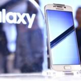 Samsungs nye Galaxy S6-telefoner kan blive storsælgende - hvis Samsung ellers kan levere varen til ttiden. Arkivfoto: Peter Parks, AFP/Scanpix