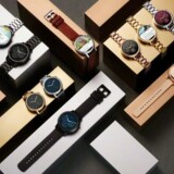 Jo, de ligner ... et ur! Motorolas nye Moto 360 kan man næsten ikke undgå at tro er et helt normalt armbåndsur, fordi designet - og det store udvalg af tilbehør - peger i den retning. Foto: Motorola