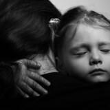 Modelfoto. Hvis hverdagen i forvejen er svær, kan det være endnu mere vanskeligt at skabe trygge rammer om sit barns opvækst og navigere i de mange sundhedsråd. (Foto: Iris)