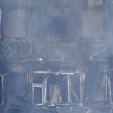 Under branden i højhuset i London måtte en desperat mor kaste sin fireårige datter ud af vinduet fra 5. sal.