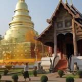 Wat Phra Sing, der også kaldes for Løvebuddhaens Tempel, regnes for Chiang Mais smukkeste med sine fantastiske udskæringer og guldbelægninger. Foto: Elsebeth Mouritzen