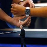 Kun to dage efter at Apple-topchef Tim Cook stod på scenen og præsenterede det nye Apple-ur, brød Apples systemer ned på grund af en teknisk fejl, som lammede dem i et halvt døgn. Foto: Stephen Lam, Getty Images/AFP/Scanpix