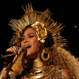 Sangerinden Beyoncé, der er gravid med tvillinger, har aflyst en koncert, efter at lægen har rådet hende til at skære ned på sit stramme program. Reuters/Lucy Nicholson