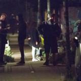 Betjente skudt på Christiania: Mistænkt jages i København. En betjent blev ramt i hovedet og er hårdt såret. En civil er også såret. Store politistyrker jagter den formodede gerningsmand. To betjente og civil ramt af skud på Christiania.. (Foto: Jens Nørgaard Larsen/Scanpix 2016)