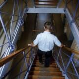Flere og flere fængselsbetjente bliver overfaldet, når de ikke er på arbejde. Senest blev en betjent overfaldet, da han hentede sine børn i deres daginstitution.
