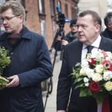 Årsdag for terror i København. Statsminister Lars Løkke Rasmussen og Københavns overborgmester Frank Jensen lægger blomster ved Krudttønden på Østerbro søndag d. 14 februar 2016.