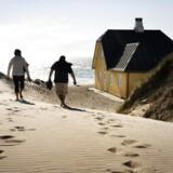 Det bliver mere populært at holde ferie i Danmark, og særligt er turister glade for at leje et feriehus ved landets kyster. Arkivfoto: Sommerhus i Skagen.