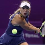 Caroline Wozniacki er videre til ottendedelsfinalen i Qatar Total Open. Scanpix/Karim Jaafar