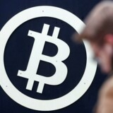 Arkivfoto. Mens kryptovalutaernes samlede værdi slår nye rekorder og for første gang nogensinde passerer 4.500 milliarder kroner, er farten gået af raketten for den første og største virtuelle valuta, bitcoin.