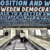Sverigedemokraternas kontroversielle kampagneplakater blev hængt op på stationer i Stockholm. Foto: Bertil Ericson / TT