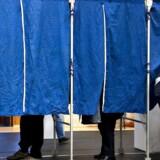 Med en ny funktion, der gør det muligt at vise, at man har stemt ved folketingsvalget, vil Facebook forsøge at højne valgdeltagelsen og fejre demokratiet. Valgforsker tror på positiv effekt.