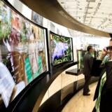 Buede TV-skærme ender nu samme sted som 3D-TV - ingen gider at købe dem. Arkivfoto: Odd Andersen, AFP/Scanpix