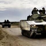 """Nyt køretøj til det danske forsvar skal forandre og bedre kampmulighederne for danske soldater i blandt andet afghanistan. Øvelse fra Oksbøllejren hvor første kompagni er i gang med at uddanne sig på det nye """"infanterikampkøretøj""""."""