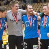 HC Midtjyllands formand håber at kunne holde liv i klubben sæsonen ud. Flere spillere sendes væk i forsøget.