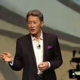 Sonys topchef, Kazuo Hirai, har skåret forretningen til for at satse på færre og bedre produkter. Den strategi bærer frugt, og spillekonsollen Playstation er med til at trække succesen hjem. Foto fra Sonys pressekonference