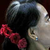 Til sidst gav militærstyret i Myanmar, det tidligere Burma, slip og satte efter 15 års Aung San Suu Kyi fri. Nu kan hun blive landets ansigt udadtil. Arkivfoto: Soe Zeya Tun/Reuters